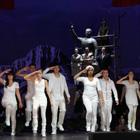Jugendliche von Quartier in der Inszenierung Das Land des Lächelns vom Theater Bremen © Theater Bremen